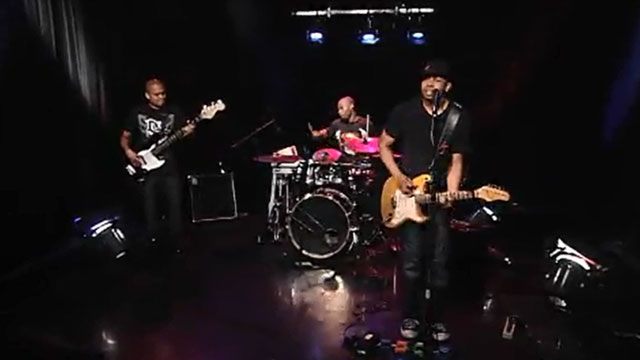 Art Zone Shuffle: Ayron Jones And The Way perform 'On Two Feet I Stand'