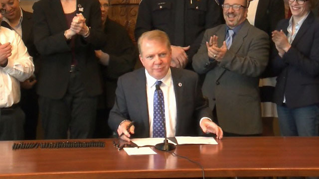 Mayor Murray signs measures on transgender rights, energy efficiency