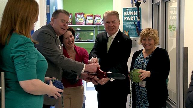 Mayor Ed Murray introduces remodeled cat and critter suites at Seattle Animal Shelter
