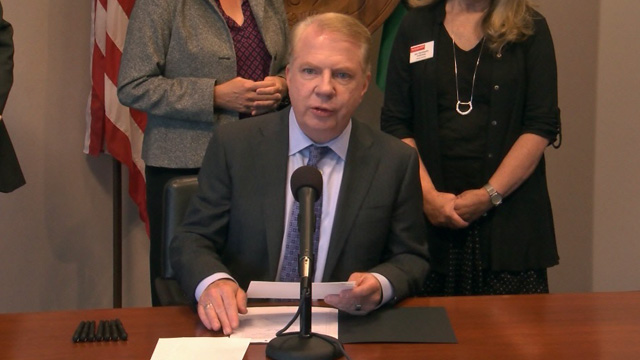 Mayor Murray signs Ballard livability legislation 9/16/16