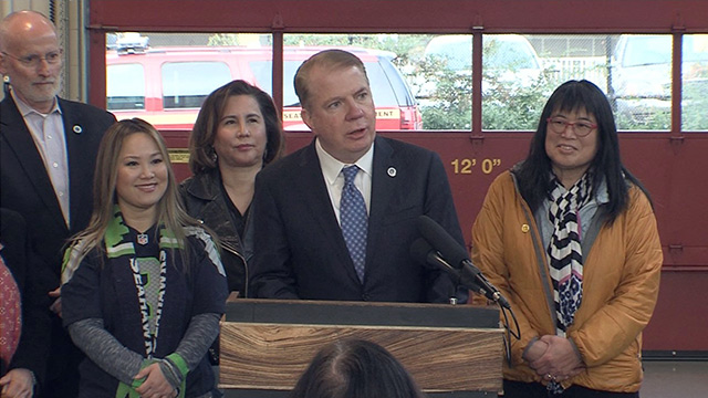 Mayor Murray signs affordable housing legislation