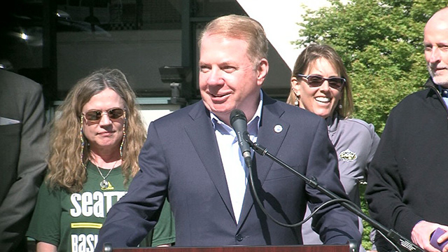 Mayor Murray, Seattle Storm celebrate ten-year extension of KeyArena lease