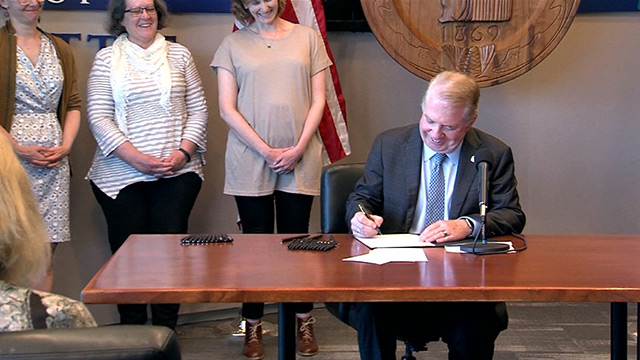 Mayor Murray signs Pedestrian Master Plan, bus funding for Seattle Public Schools