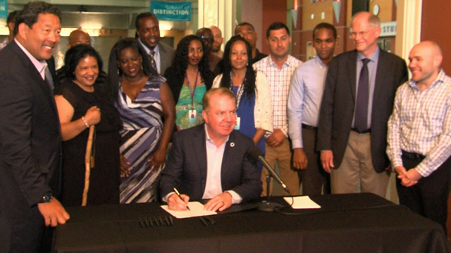 Mayor Murray signs Education Action Plan resolution