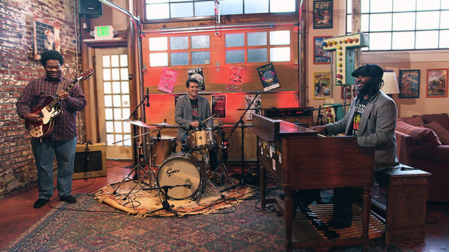 Art Zone: Delvon Lamarr Organ Trio Performs 'Close But No Cigar'