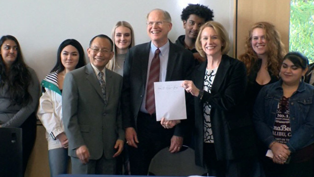 Mayor Durkan signs Seattle Promise partnership agreement