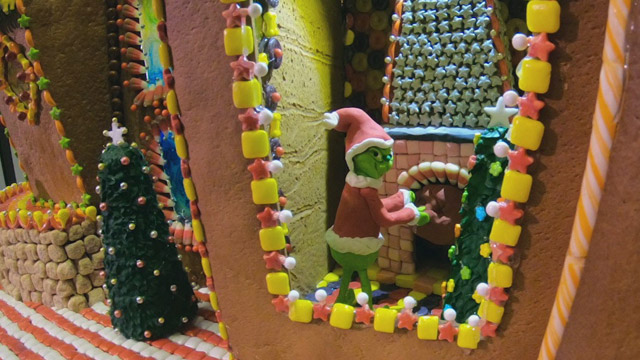 CityStream: Gingerbread Village [Captioned]