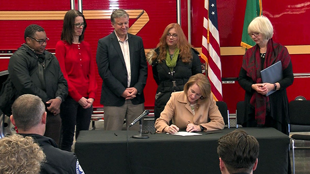 Mayor Durkan signs Seattle's 2019-2020 budget into law