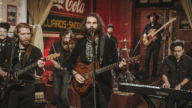 "Art Zone: Country Lips perform ""Find Myself Again"""